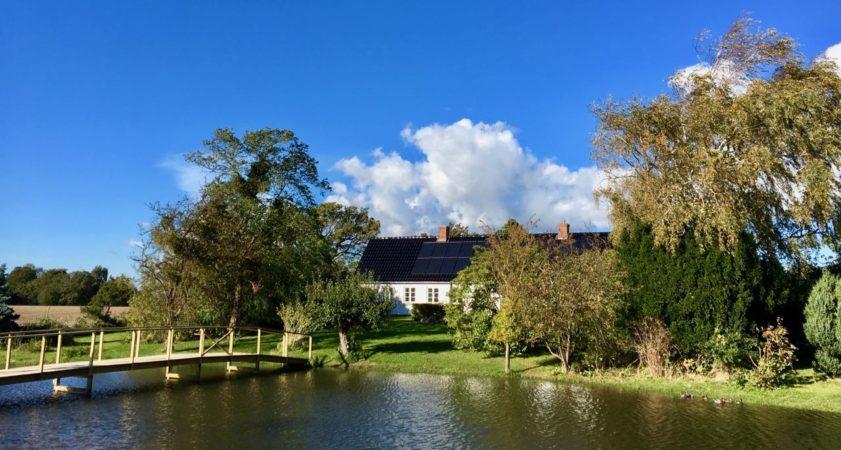Stilhedsretreat foregår i haven på Gåsemosegård